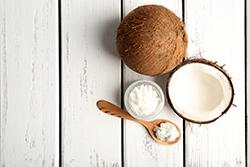 【ココナッツオイルの使い方】まずはそのまま使ってみよう!