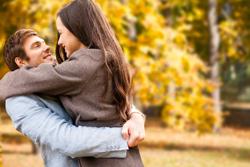年齢別の自然妊娠成功率と妊活経験割合から現状を読み取ろう