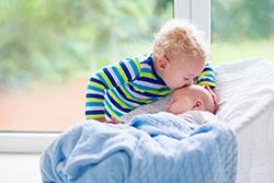 「年子で産む」ってリスクがあるって本当? メリットは?