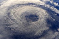 2016年度予測を添えて台風と健康を考える