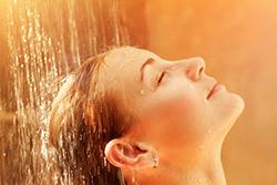 夏バテ対策になる「シャワー」の使い方を知りたい! 根深い内臓の冷えにも有効!?