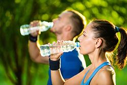 季節に合わせて適切な量の水分補給をしよう
